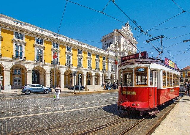 tram-4379656_640